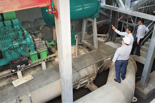 Sở Xây dựng TP.HCM khảo sát máy bơm chống ngập đường Nguyễn Hữu Cảnh.