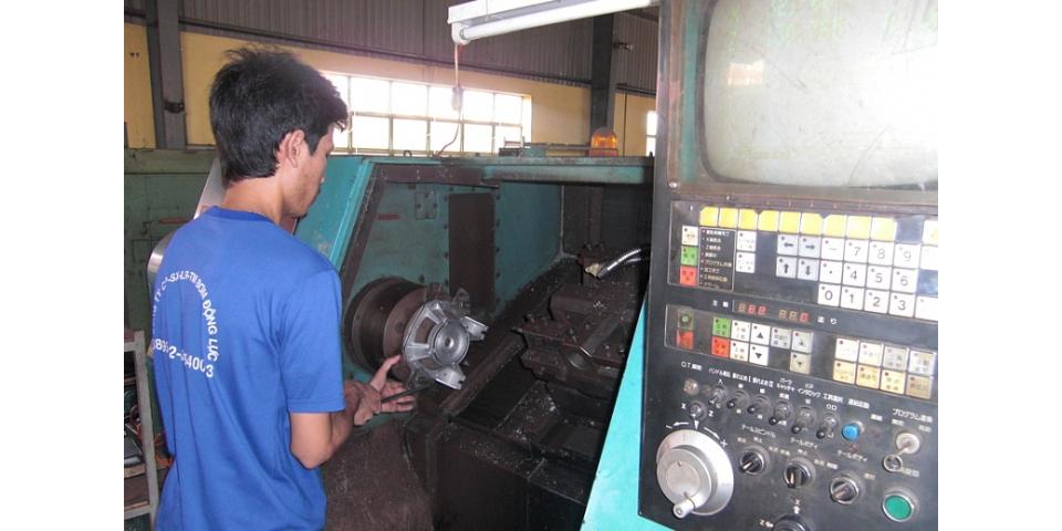 Máy tiện CNC (CNC machines)