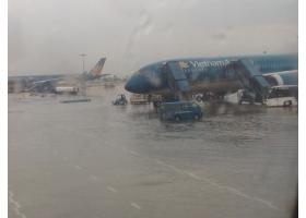 Sân bay Tân Sơn Nhất phập phồng lo ngập